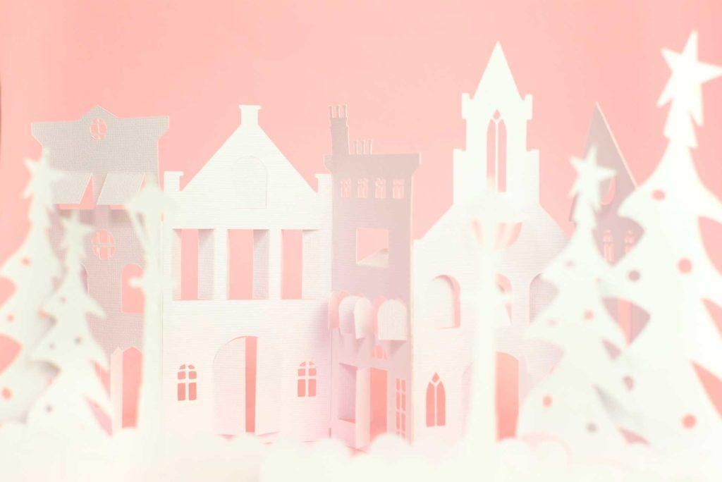 poblado navideño de cartulina hecho con Cricut Maker por Laura Balboa